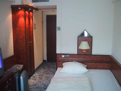 060602_fr_hotelroom